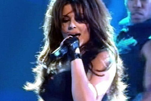 "Cheryl Cole gives us un ""epic fail"" on the stage of ""Stand up for cancer"""