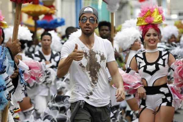 "Enrique Iglesias announces new video ""Súbeme la Radio"" in Cuba"